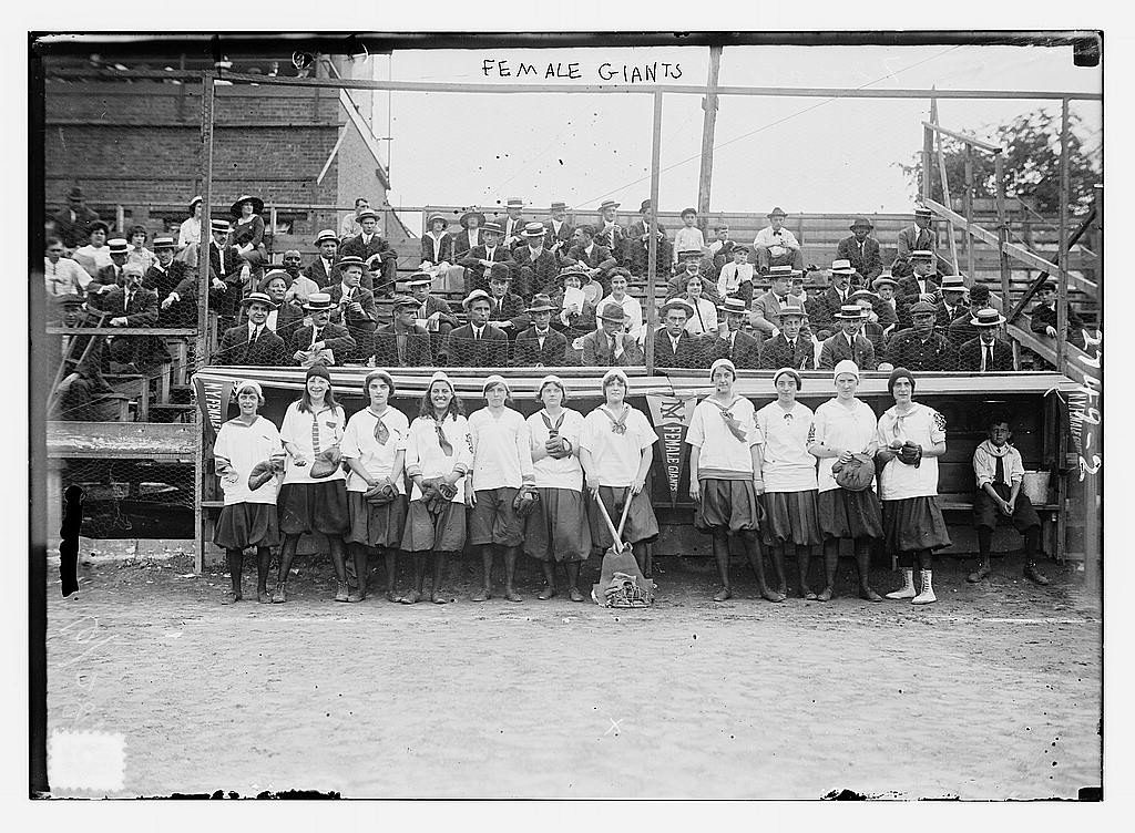 teh-new-york-female-baseball-team-in-harlem