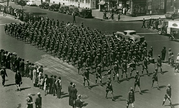 InfantryMarchingFifthAve1919