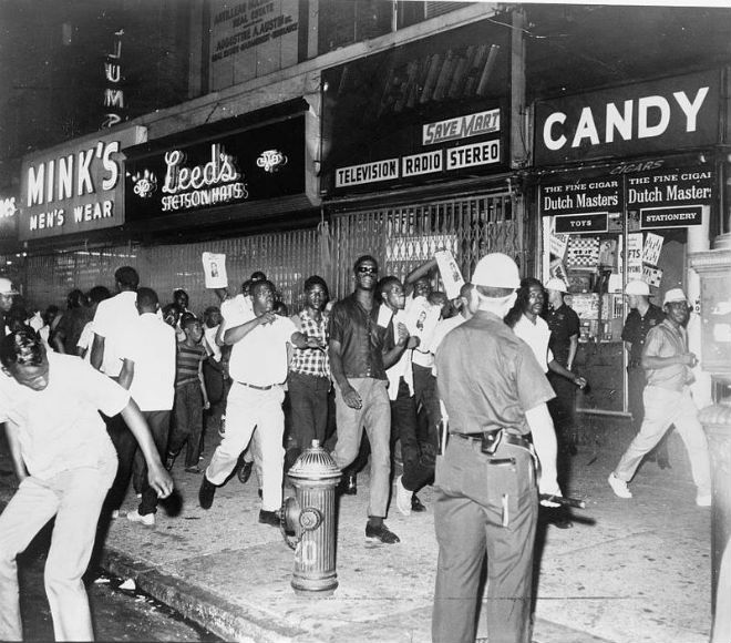 800px-Demonstrators-Harlem-1964