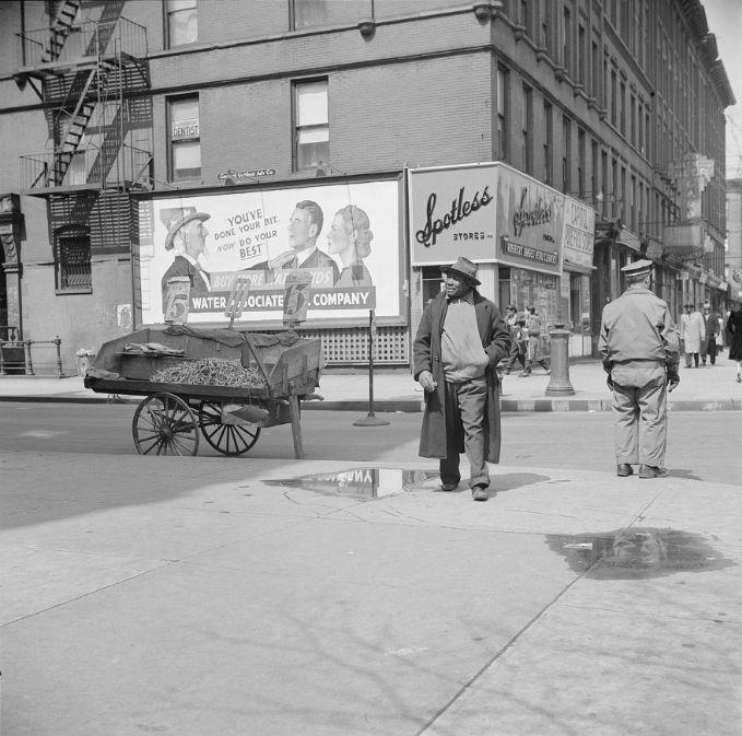 gordon parks street scene 1943