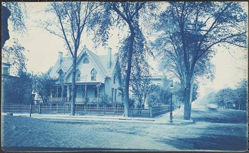Halks Cottage, 116th Street and Pleasant Avenue, c1900. Photo from the Museum of the City of New York.