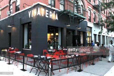 Outside-of-Vinateria-Restaurant