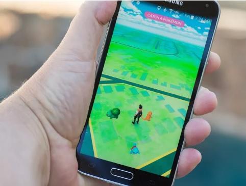 hand holding phone at pokemon go