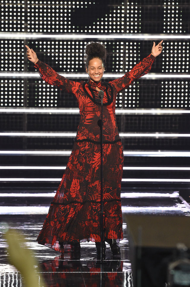 alicia-keys-mtv-vmas-show-2016-billboard-