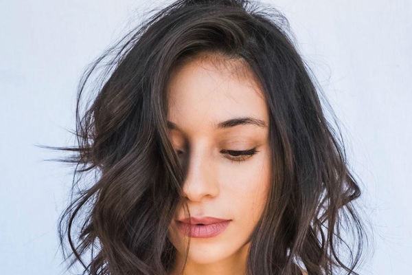 A Swoon Worth Medium Length Hairstyles To Try In 2020